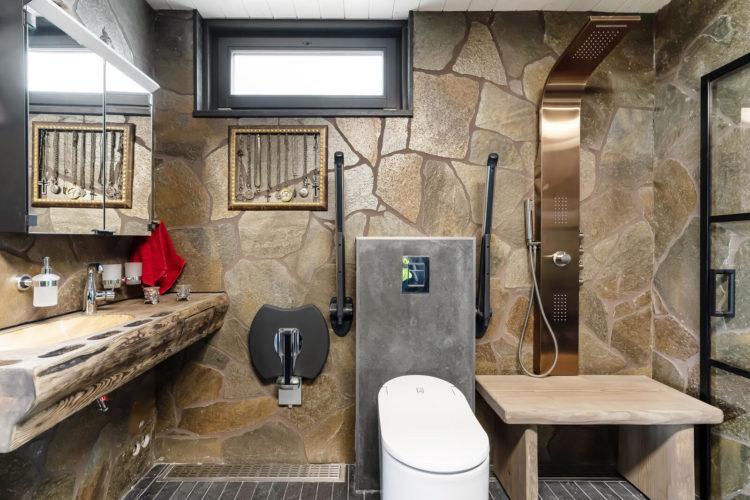 Kylpyhuone/sauna on mahdollisimman saavutettava.