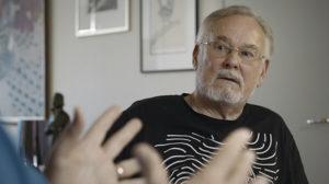 Hannu Karpo dokumentin haastatelussa.