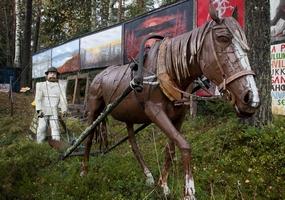 Ensio Tuppuraisen hevonen ja kyntäjä.
