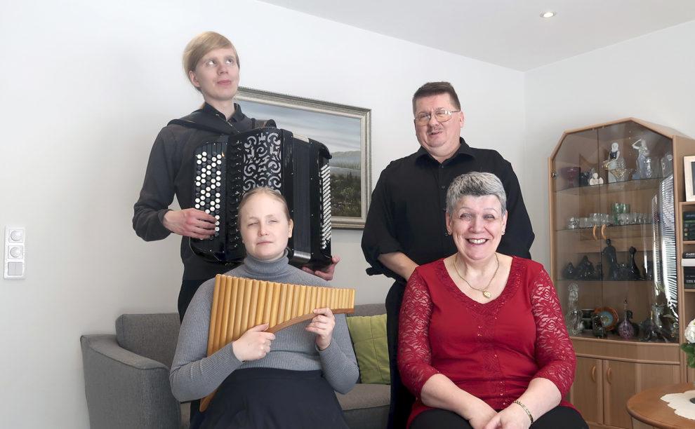 Ruusun ryhmä: Joose, Helena Taskila, Tero ja Marja-Leena